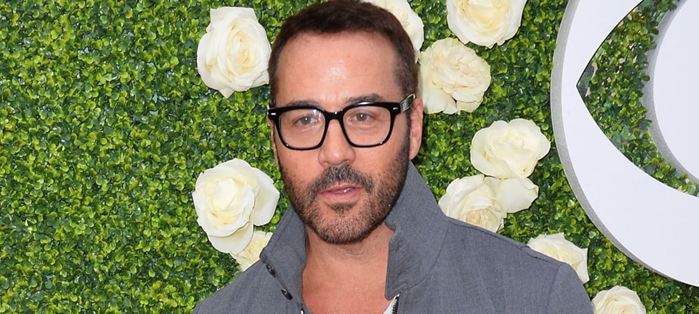 Jeremy Piven Knows The Only Acceptable Way To Wear A V-Neck T-Shirt